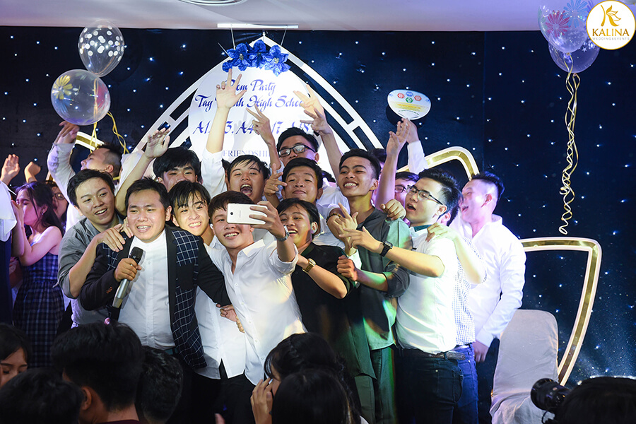 y-tuong-to-chuc-tiec-prom-party-2