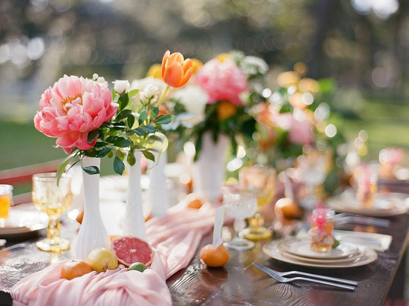 hoa cưới để bàn trang trí tiệc cưới