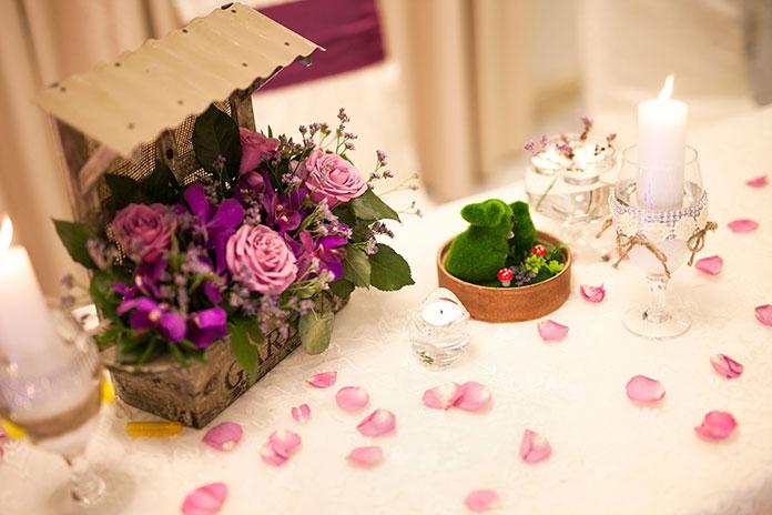 trang trí tiệc cưới tông hồng