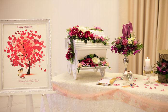 trang trí tiệc cưới tông đỏ