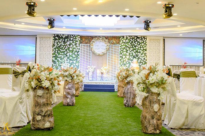 trang trí tiệc cưới tự nhiên